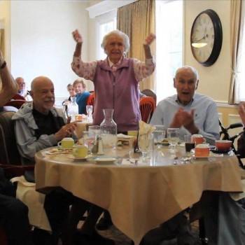 Feest voor dementerende ouderen